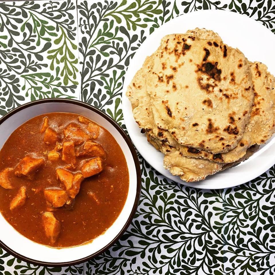 Zabpelyhes Naan kenyér Szafi Fitt Indiai szószos csirkével