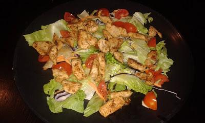 piritott-csirkemell-salataagyon