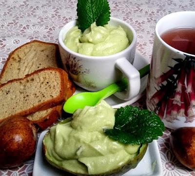 avokado-krem-feta-sajt