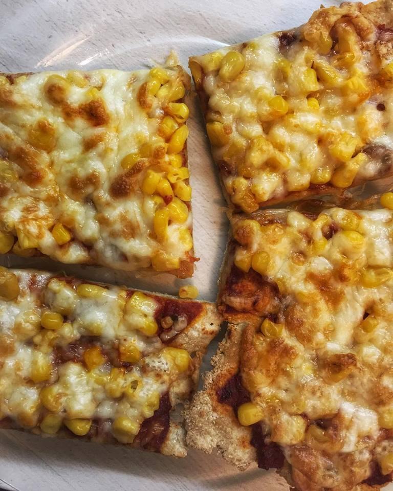 Szénhidrátcsökkentett, élesztőmentes, paleo pizza
