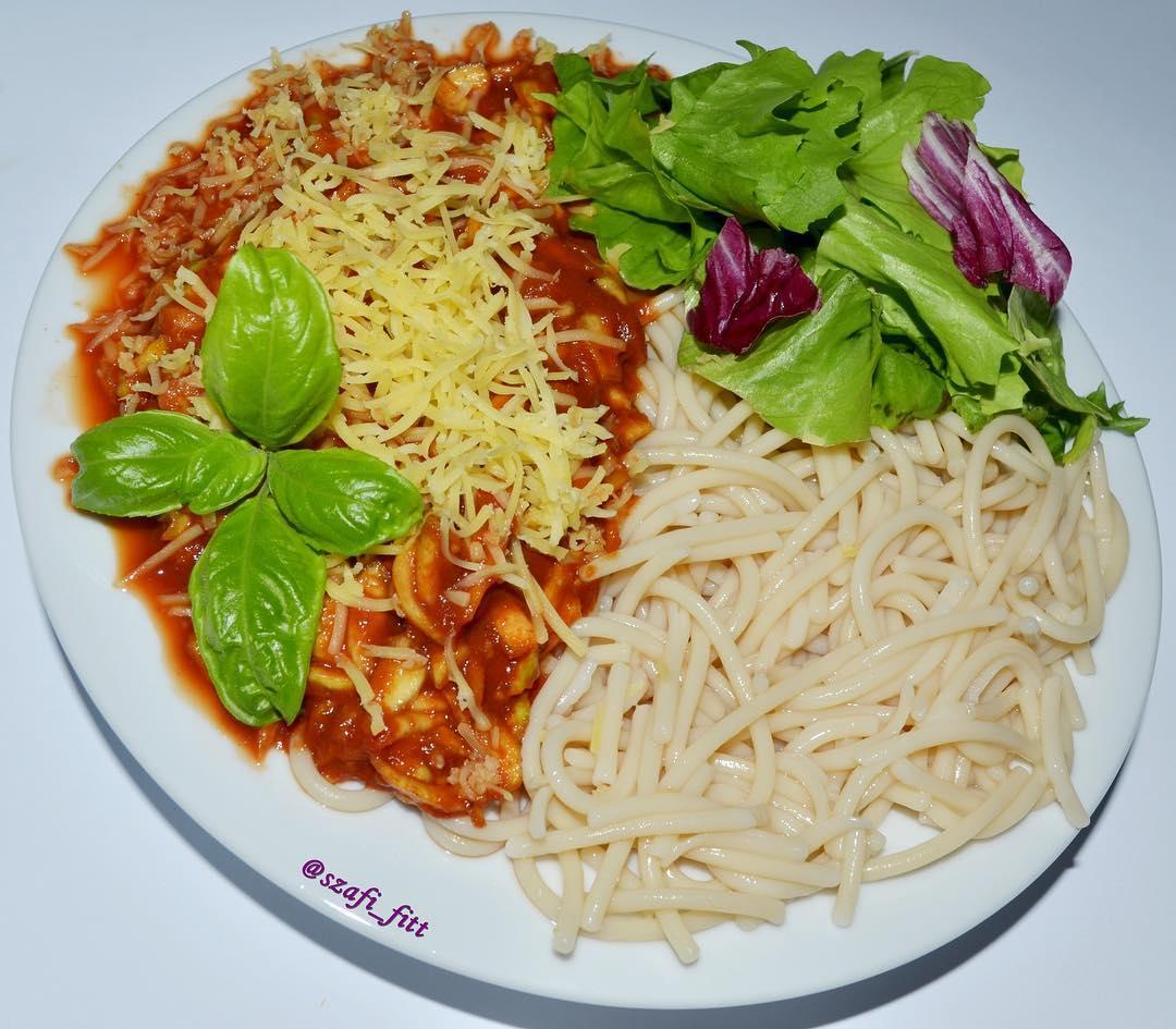 Szafi Fitt bolognai salátával