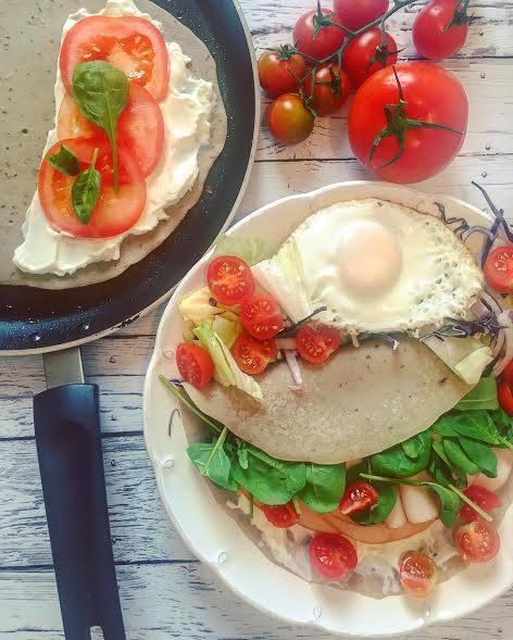 Szafi Free sós palacsinta zöldségekkel és tükörtojással