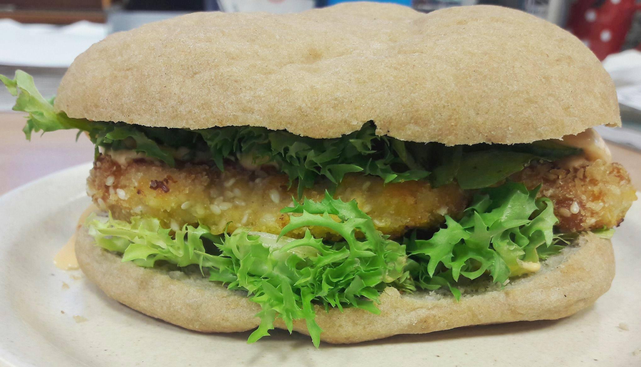 Szafi Free vegán pita receptből készült hamburger zsemle