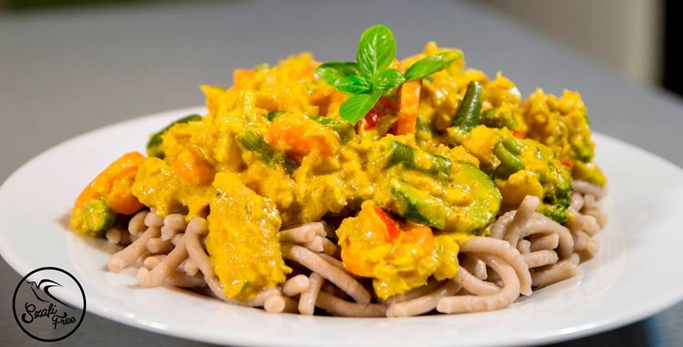 Curry madras fűszerezésű hal gluténmentes tésztával
