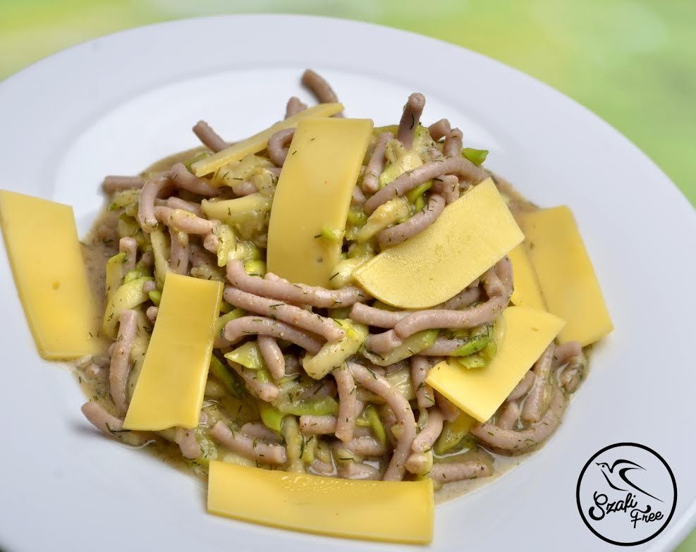 Cukkinis-fűszeres tészta